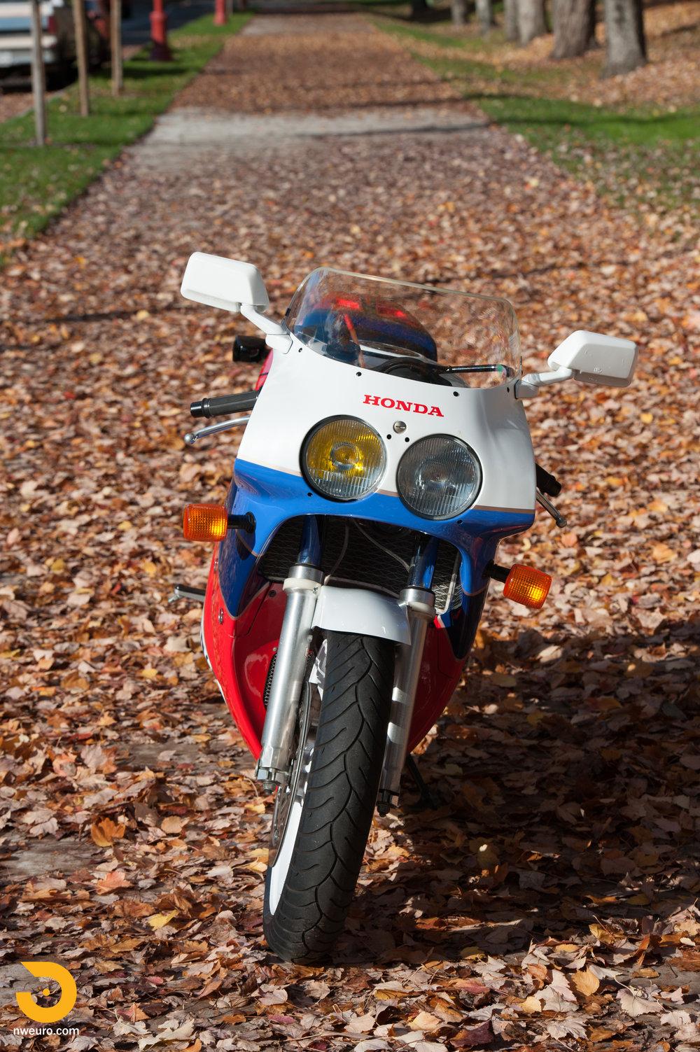 1990 Honda RC30-3.jpg