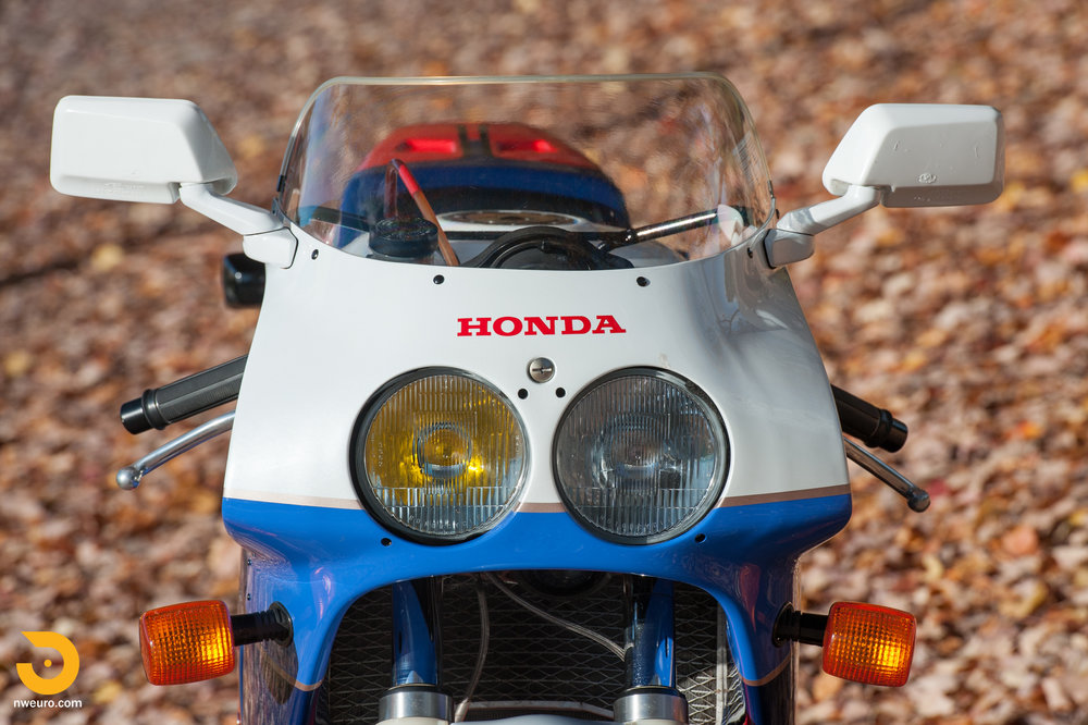 1990 Honda RC30-4.jpg