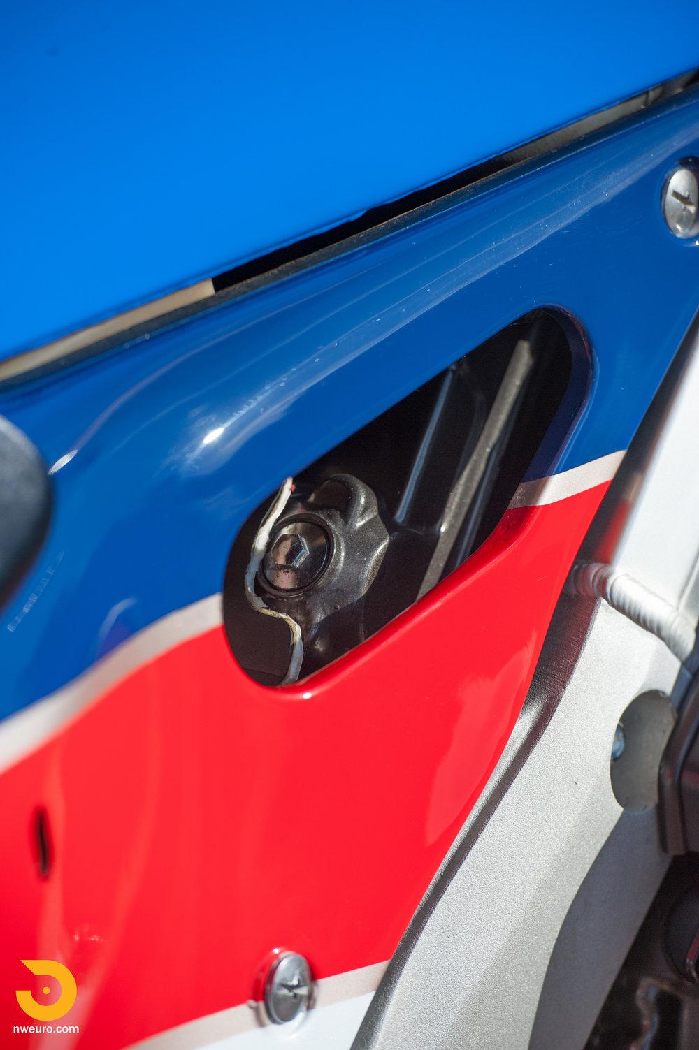 1990 Honda RC30-10.jpg