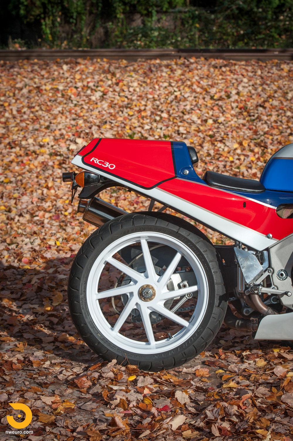 1990 Honda RC30-12.jpg