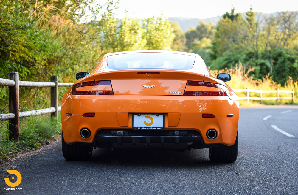 2009 Aston Martin V8 Vantage-2.jpg
