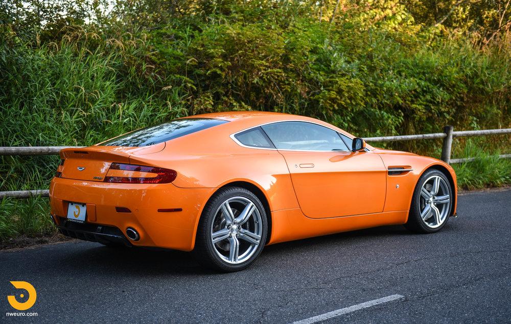 2009 Aston Martin V8 Vantage-3.jpg