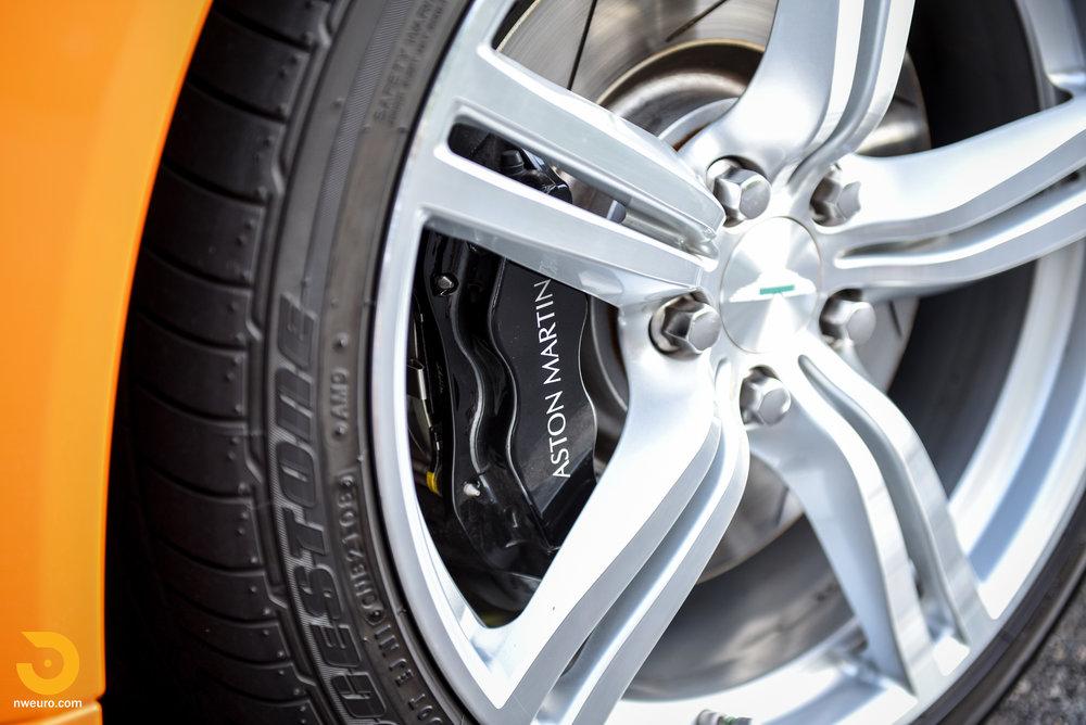 2009 Aston Martin V8 Vantage-12.jpg