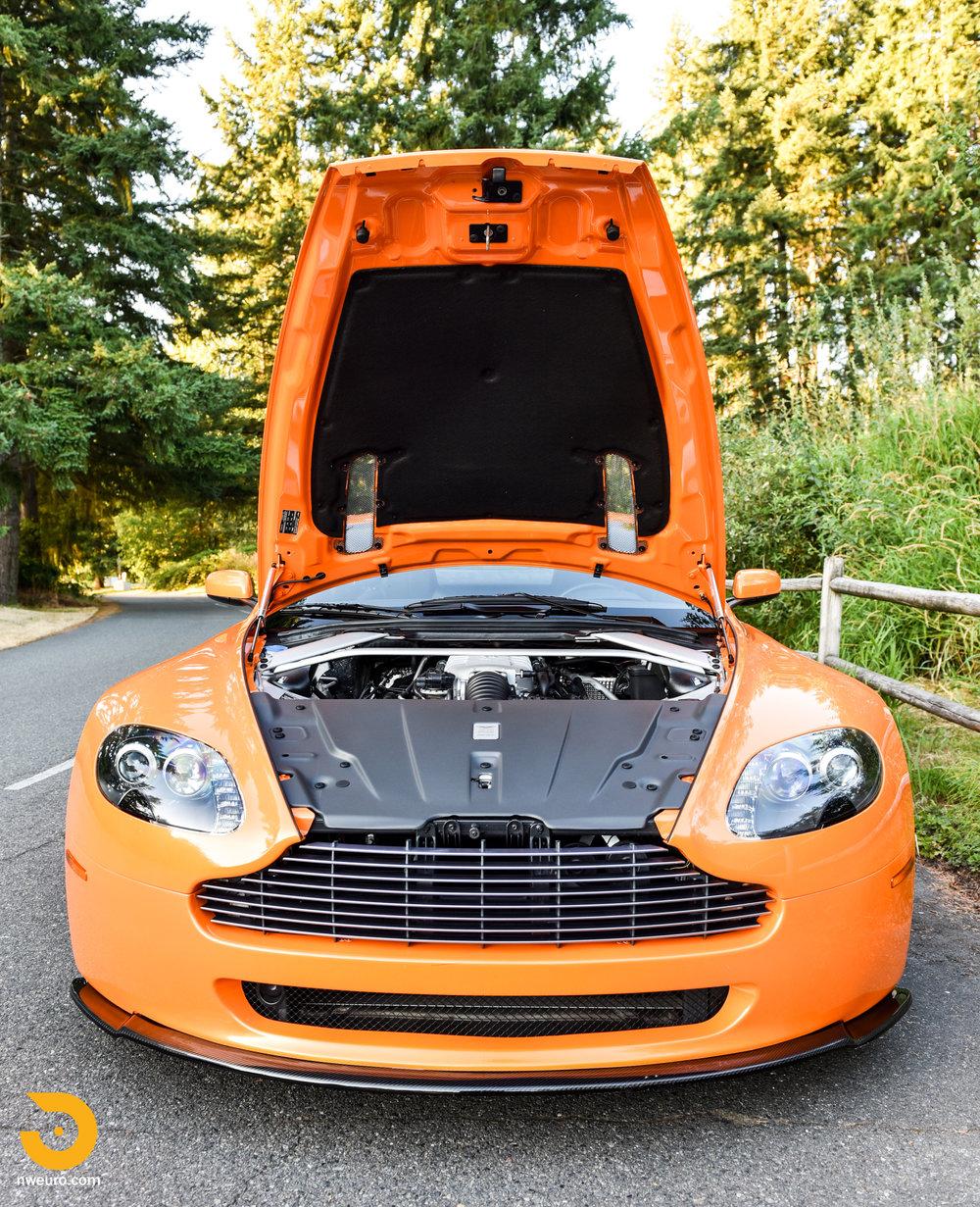 2009 Aston Martin V8 Vantage-18.jpg