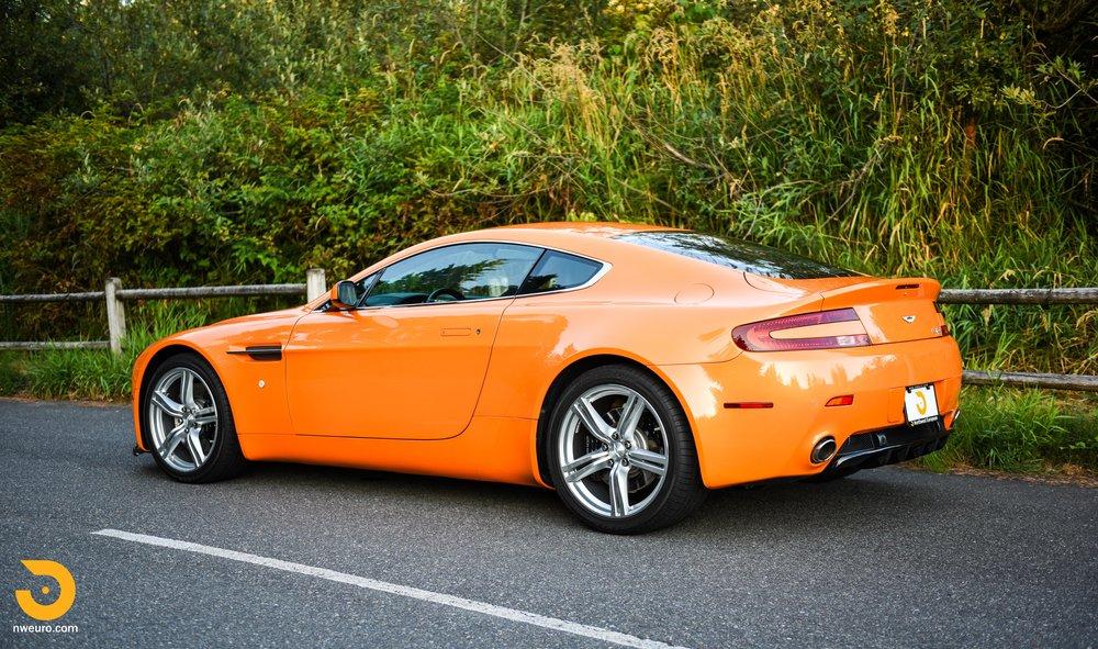 2009 Aston Martin V8 Vantage-43.jpg