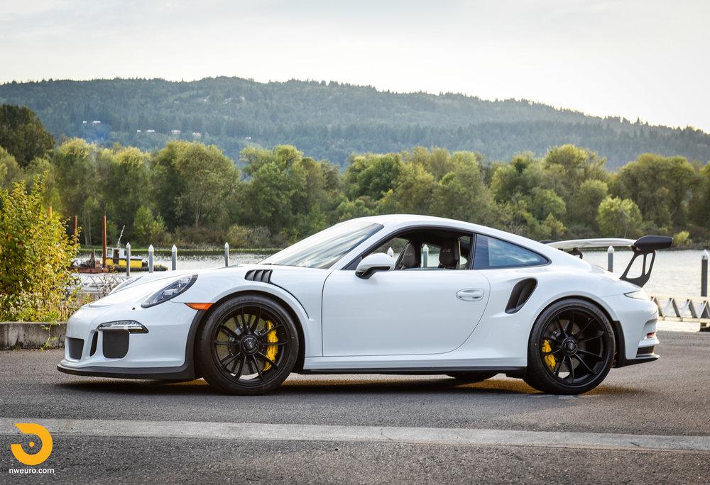 2016 Porsche GT3 RS-70.jpg