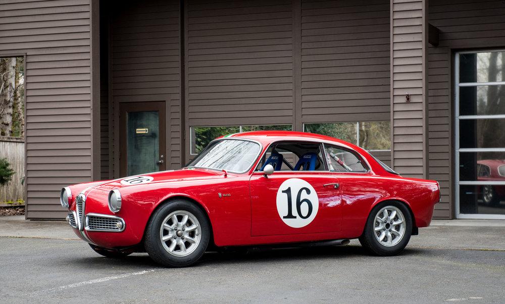 1963 Alfa Romeo Giulia Sprint 1600-2.jpg