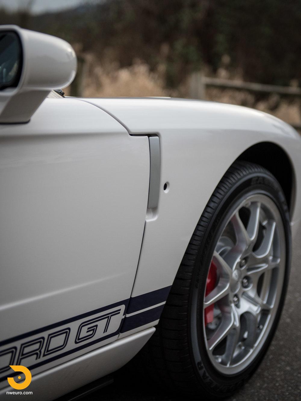 2005 Ford GT-11.jpg