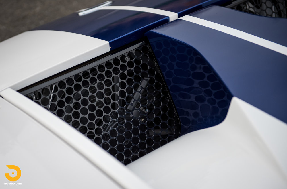 2005 Ford GT-22.jpg