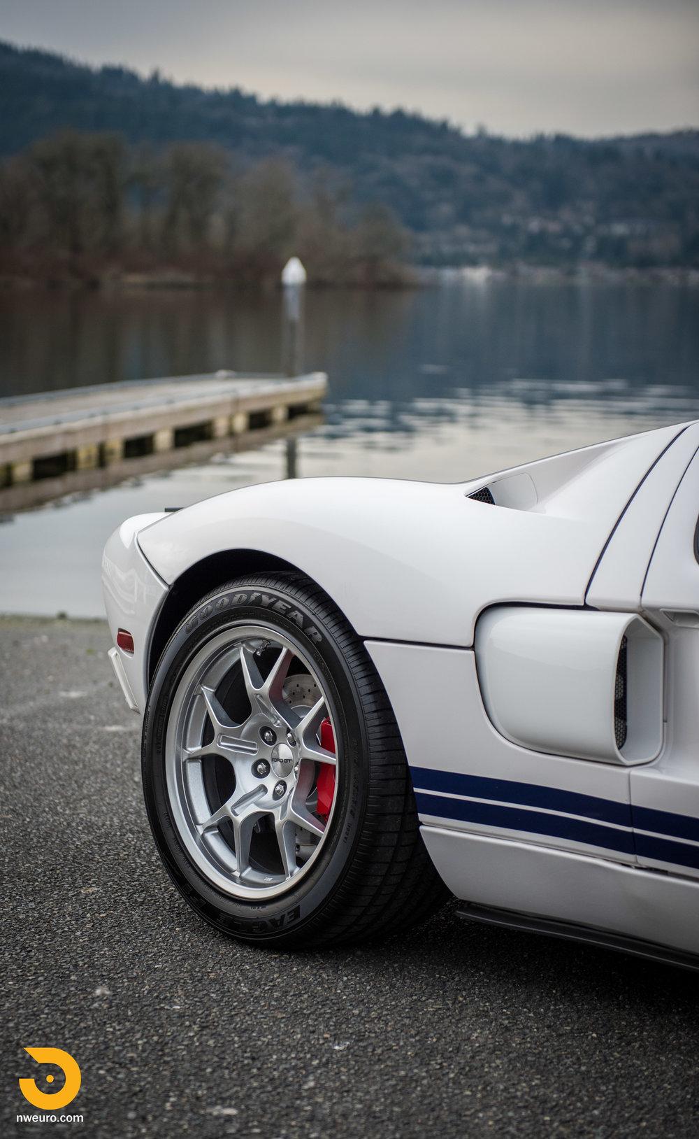 2005 Ford GT-54.jpg