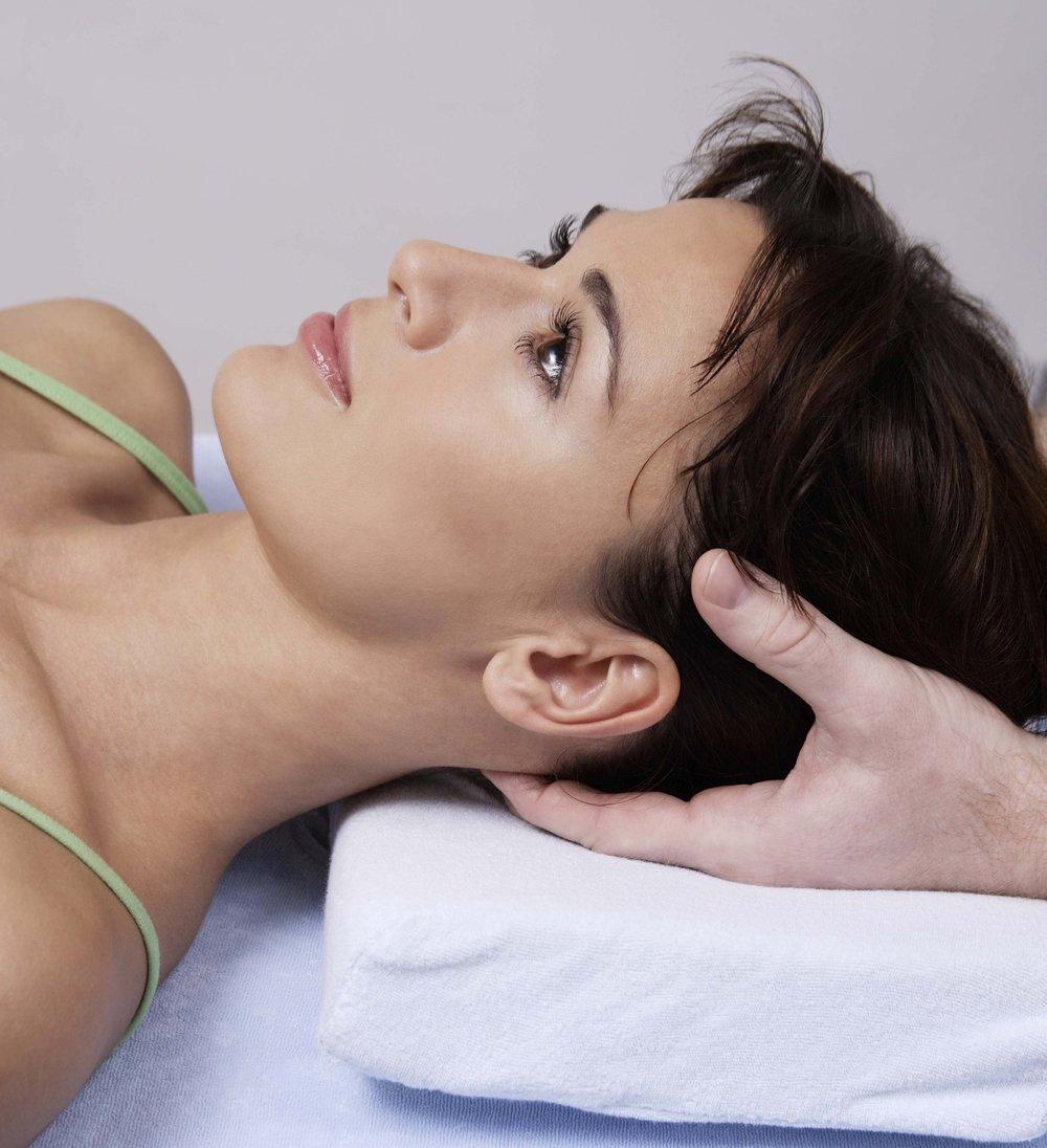 A woman receiving a Bowen BRM3 procedure