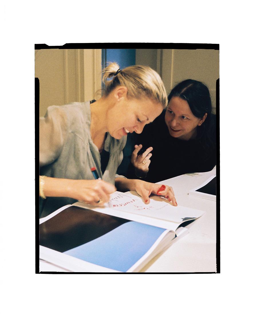 Images of Artist : Photographer - Viviane Sassen and her Présentation du livre UMBRA d'Irma Boom, and famous graphic designer Irma Boom.