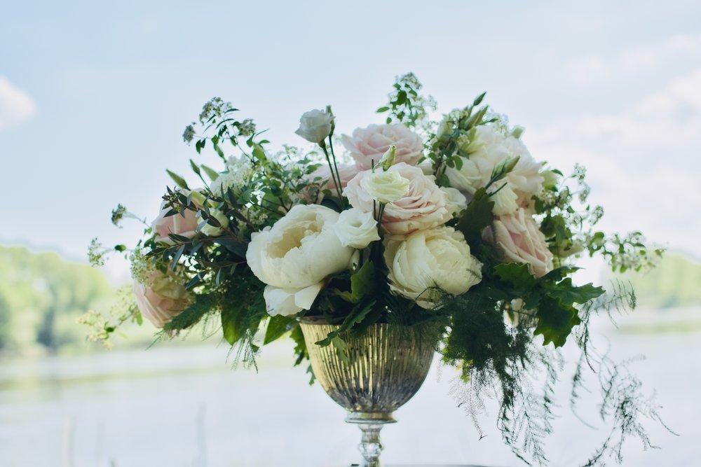 Le classique - Dans les tons pastels, ce look charmant plaît à tous ! Reposant, calme et délicat, il est parfait pour un mariage chic en été.