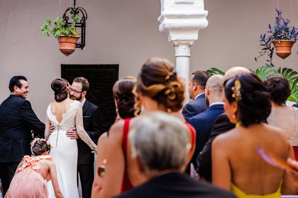 Boda-Sevilla-Museo-Carmona-Hamburgo-Maria-Carles-engagement-Rafael-Torres-fotografo-bodas-sevilla-madrid-barcelona-wedding-photographer--19.jpg