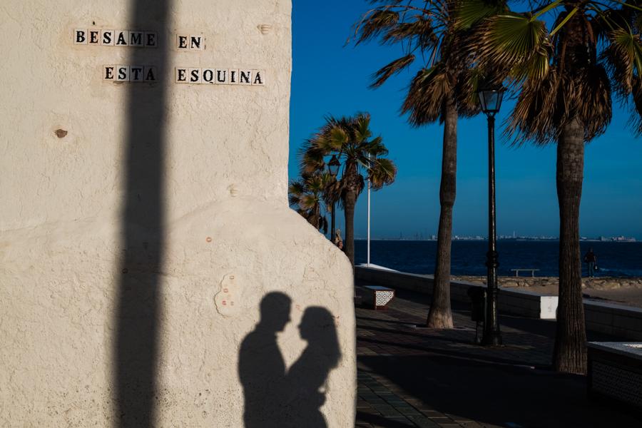 Cadiz-Rota-sesion-street-engagement-Rafael-Torres-fotografo-bodas-sevilla-madrid-barcelona-wedding-photographer--17.jpg