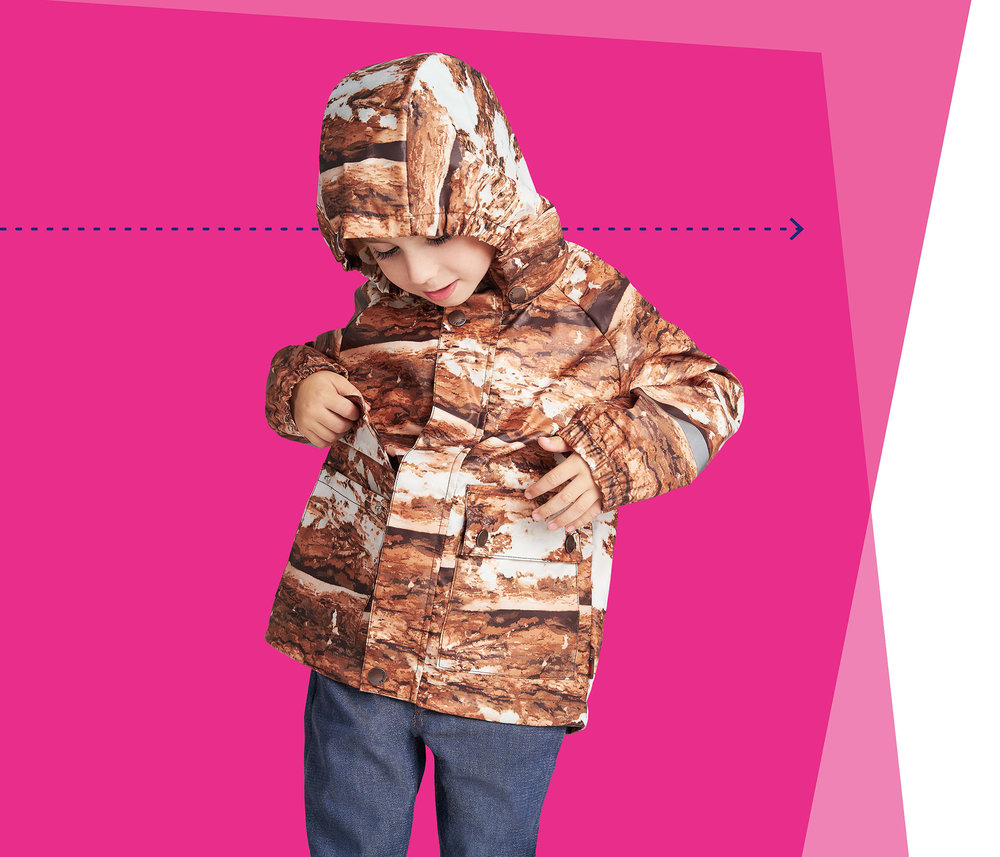 The R3 coat is made from recycled materials, is recyclable and breathable. Using the 'de-polymerisation – re-polymerisation' technology, the Trash-2-Cash scientists have been able to produce recycled polyester fibres from blended polyester-cotton and pure polyester waste textiles.