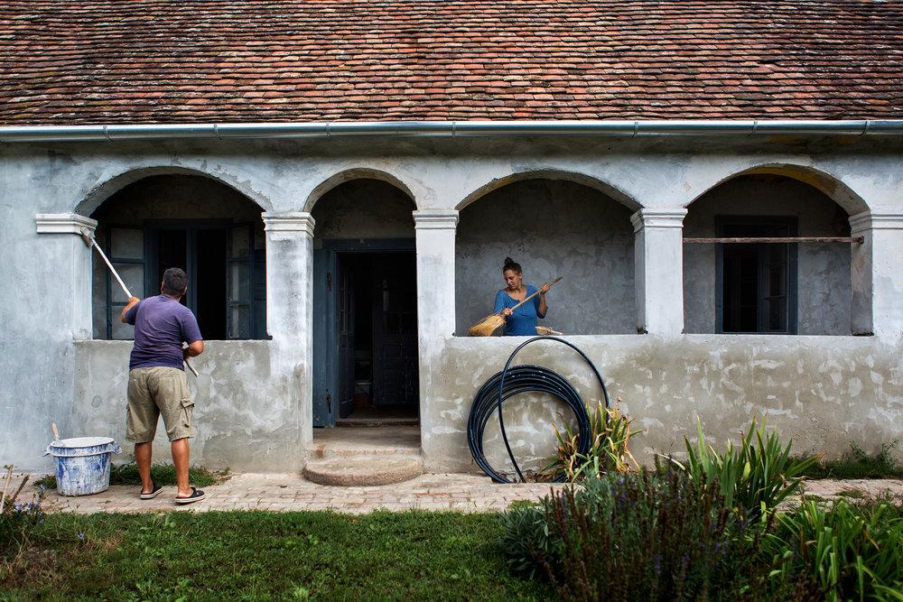 A tinédzserként csak romnak látott házakban Jocek Pestről visszatérve már fel tudta fedezni a potenciált. Bár trend a vidék felé fordulás, azért kell némi fantázia a rejtett értékek meglátásához.