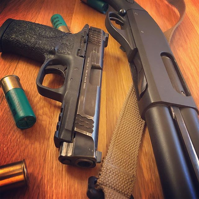 Couple blasters #shotgun #12guage #smithandwesson #mp45 #buckshot #45caliber  #gunporn #2ndammendment #everydaycarry #2a #pewpewlife #igmilitia #weaponsdaily #gunsdaily #edc #gunchannels #remington870 #remington#apextrigger