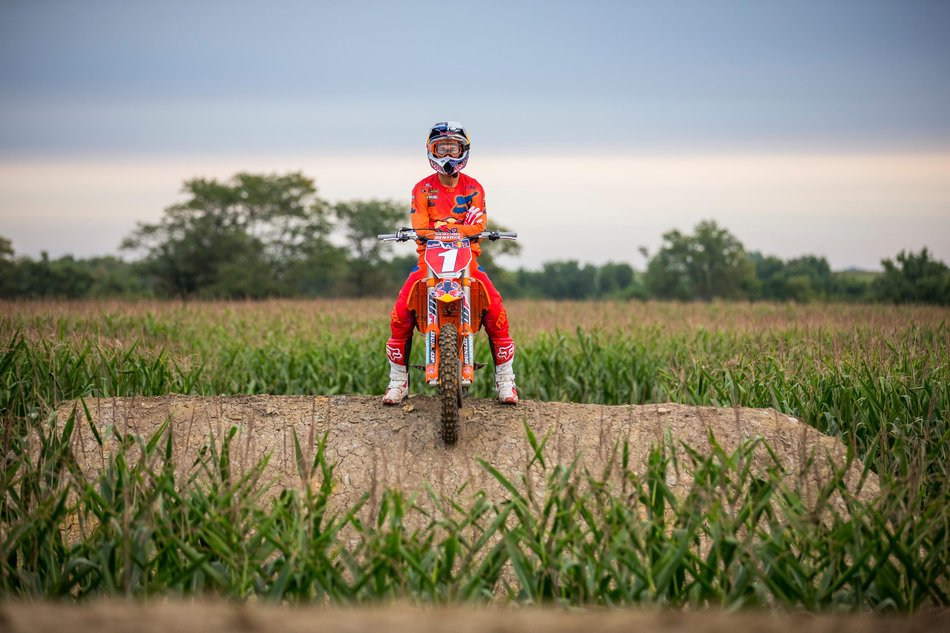 ryan-dungey-homegrown-jump-portriat.jpg