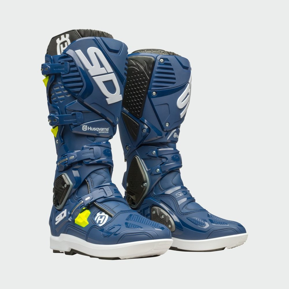 3HS193010X CROSSFIRE 3 SRS BOOTS FRONT 45 DEGREE.jpg