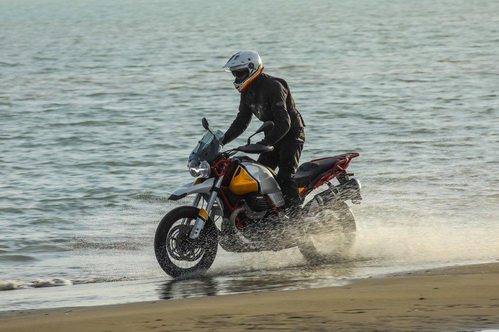 12 Moto Guzzi V85 TT.jpg
