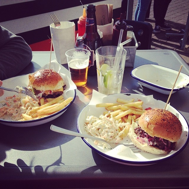 Our #Brighton burger joint recommendation, @luckybrighton. Thanks @lewisnyman - it was delicious! luckybeach.co.uk