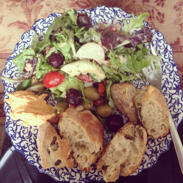 It's great being able to nip home and rustle up a salad for lunch with hot crusty olive bread. I've saved some for us both tomorrow too @jmgcreative. #eatclean #food