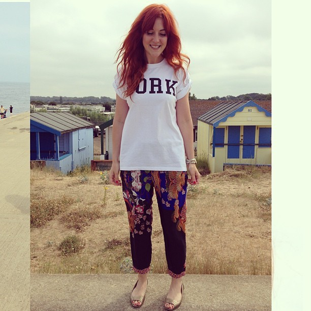 By the sea. #todayimwearing my @topshop Dork tee, @zara oriental print tapered trousers, gold cuff bracelet and gold slip-on M&S shoes. /p>