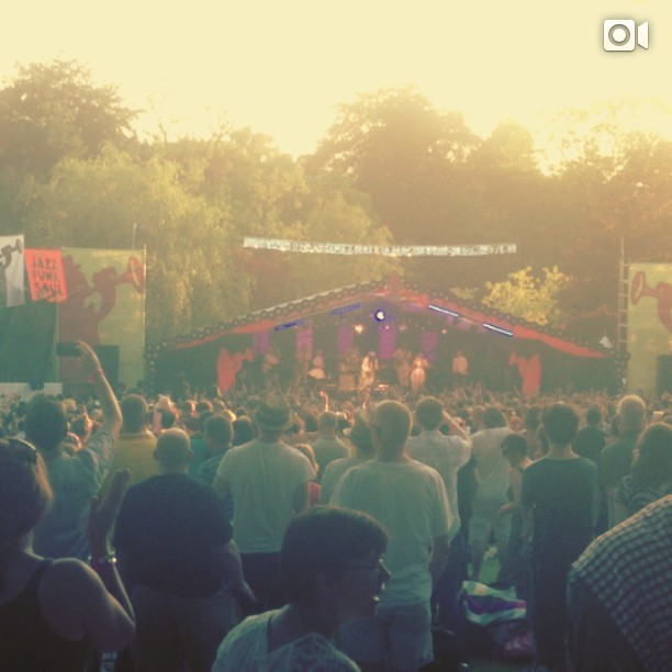 DISCO!!! Everybody dance!! Oo-ooh clap your hands! Clap your hands! CHIC ft. Nile Rodgers @mostly_jazz #festival