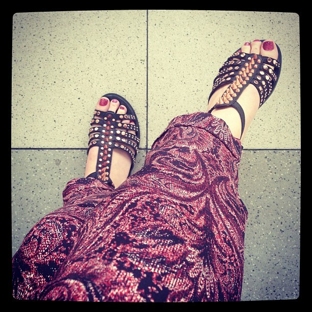 Dear legs and feet, summer has arrived! Today I'm wearing my @zaraclothes tapered silk paisley print trousers and my new FARAH multi stud T-bar sandals @topshop.p>