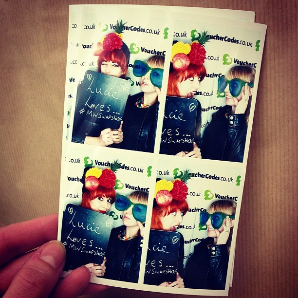 I flipping love Laura Rayner! @letstryhard (@tunnelout) Photobooth fun = fruit bowl on head + giant specs!
