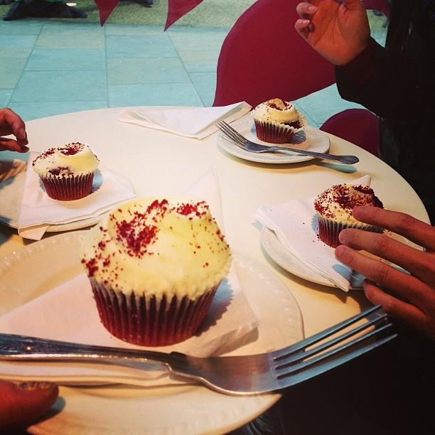 Yum! #Hummingbird cupcakes. Red velvet.