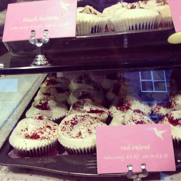 Red velvet cupcakes at hummingbird bakery.