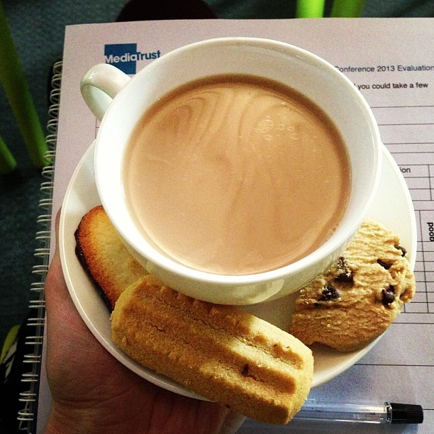 A side order of tea & biscuits with my @Media_Trust @GoMobileConf. #socialmedia #event #channel4 #blogger #london