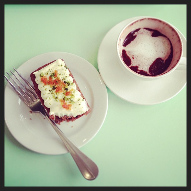 #Lunch A delightfully decadent hot chocolate and a slab of carrot cake @kewgardens. *yum yum* #food #bestoftheday