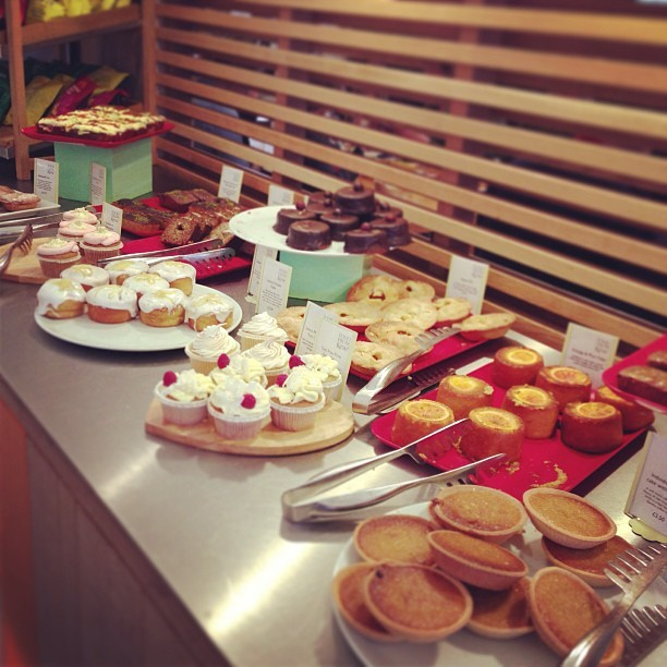 I wish I was @kewgardens right now! I could so eat ALL of these yummy cakes. #food