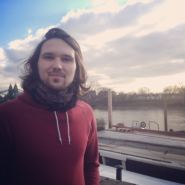 A Sunday stroll along the Thames with @jmgcreative. The sun is out! #bluesky #london #instamood #happy