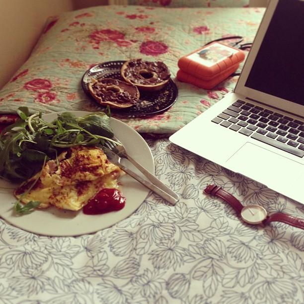 Shall we call in brunch in bed? #GIRLS #food #eggs #chocolate @jmgcreative #wishyouwerehere
