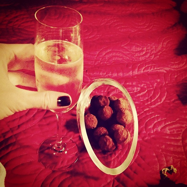 Oh dear… detox schmetox… I caved in when our @blakeshotel suite came with free champagne & chocolate truffles.