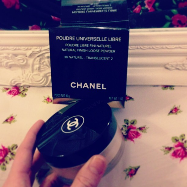Thank goodness for gift receipts! I swapped a perfume that 'wasn't quite me' for a tub of @CHANEL Natural Finish Loose Powder.