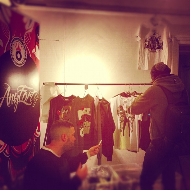 The man behind (the dog &) the brand @anyforty, Alan Wardle & @jmgcreative grabbing a few new tee's from the #AustralianInvasion range  www.anyforty.com . #fashion #style #urban #streetwear #streetart #clothing #creative #anyforty #artist #photo #bestoftheday