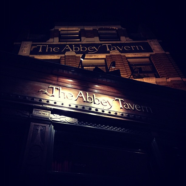 Tonight's London pub of choice with my family! We've arrived! We've ordered steak @the_abbey_tav @farmertomjones Thanks @timeoutlondon! Great recommendation so far! Lovely ambience. #food #eating #review #wheretogo #wheretoeat #london #pub