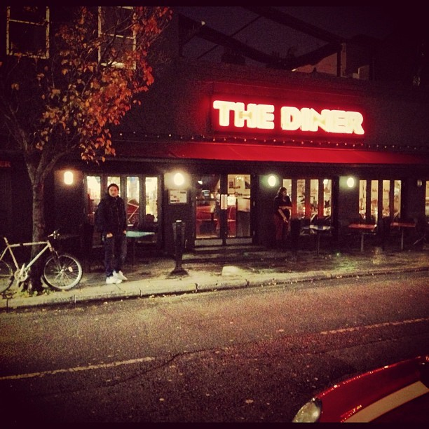 Hello @CamdenDiner. #DateNight with @jmgcreative #food #camden #london #wheretoeat #triedandtested #review #neon #photo #lucieloves