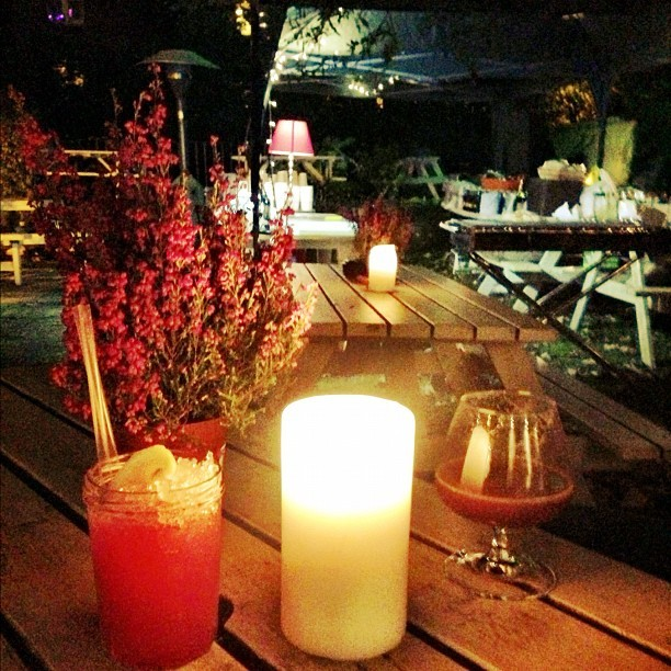 The outdoor seating area @TheHampshireHog is soo pretty! Perfect when wrapped up warm and drinking cocktails or a Hot Buttered Guinness with @jmgcreative #bonfirenight #boyfriend #bliss #london
