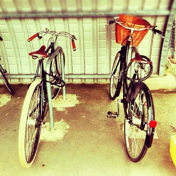 It was like a real life bicycle version of blind date this morning as I parked my Princess next to The Guv'nor. Is this one of your lots @wellgosh? :-) @jmgcreative It felt like a sordid bicycle affair… (Taken with  Instagram )