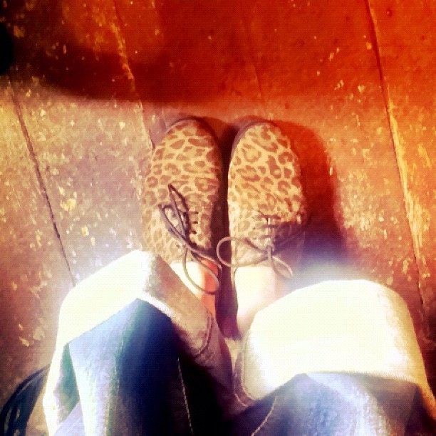 These @pepejeans are so so comfy that my cousin gave me! Perfect with @schuhshoes Cabe leopard flatforms. #style #photo #comfort #fashion  (Taken with  Instagram )