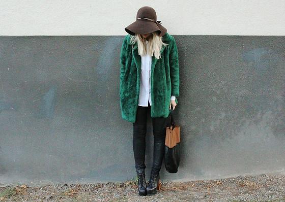 Green fur  (by  Madelene Billman )