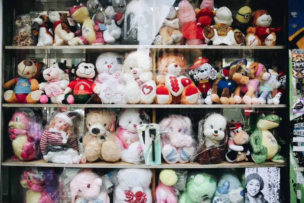 Teddy bear window display in Madrid