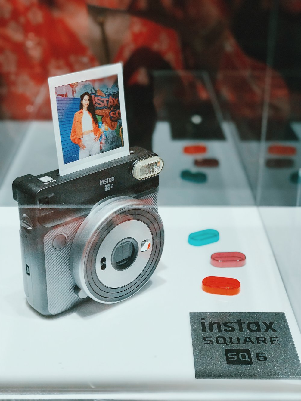 The Instax Square SQ6 comes in Graphite Grey (pictured), Blush Gold and Pearl White & includes 3 flash colour filters