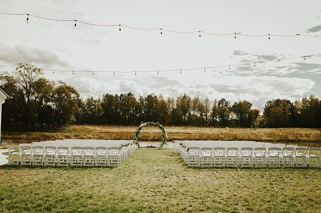 Happy #weddingwednesday!! While we're anxiously awaiting our 2019 wedding season to begin, we're still swooning over Jessica and Will's October wedding at our barn! 🥰@mrs.hotforhotton @xoxomollyjane • • • • • • • • • • • #kylanbarn #theknot #rusticweddings #maryland #delaware #dc  #virginia #weddings #love #weddingwednesday #visitmaryland #visitdelaware #luxurywedding #luxuryweddingvenue #weddinginvitations #weddinginspo #weddinginspiration #weddingdecor #weddingphotography #marylandwedding #delawarewedding #virginiawedding #dcwedding #weddingwire #destinationwedding #2019wedding #rustic #rusticbarnvenue #modernbarnvenue #myeasternshorewedding